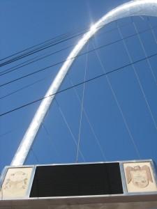 famous arch of la revu